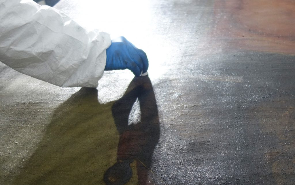 Reinigung nach Brand, Kunst, Gemälde, Skulpturen werden von Russ und Verbrennungsprodukten dekontaminiert.